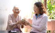 Mẹ Việt Nam anh hùng 91 tuổi gửi tặng tiền tiết kiệm cho các y bác sĩ tuyến đầu chống