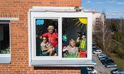 Những hình ảnh cho thấy người Mỹ tự giải trí ở nhà trong thời gian cách ly vì dịch Covid-19