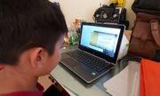 Nỗi lòng phụ huynh khi con học online: Người yên tâm, kẻ lo lắng