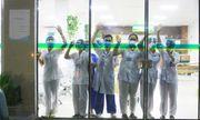 Những hình ảnh xúc động của các y bác sĩ bên trong Bệnh viện Bạch Mai