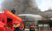 Cháy kho hàng gần sân bay Tân Sơn Nhất