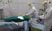 Bác sĩ mặc đồ bảo hộ cứu sản phụ vỡ thai ngoài tử cung ở khu cách ly