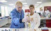Nước Anh chấn động vì phát hiện lô kit xét nghiệm Covid-19 do chính phủ đặt hàng có chứa SARS-CoV-2