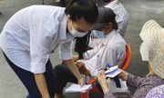 Á hậu Kim Duyên ủng hộ 5 tấn gạo giúp người bán vé số có hoàn cảnh sống khó khăn