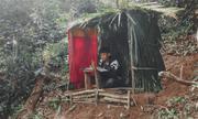 Xúc động hình ảnh nam sinh dùng lá dựng lán giữa đồi để học trực tuyến