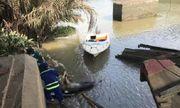 TP.HCM: Nam thanh niên mặc áo thun màu xám tử vong bất thường sát bờ sông