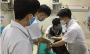 Nam thanh niên đến bệnh viện cấp cứu cùng con rắn hổ mang dài 2 m
