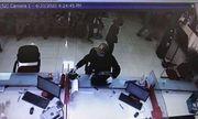 Nghi án thanh niên bịt mặt, cầm súng xông vào cướp ngân hàng ở Hà Nội