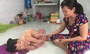 Xót xa mơ ước của bé gái 5 tuổi theo mẹ đi bán vé số mỗi đêm