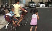 Mẹ đạp xe để con gái 6 tuổi chạy bộ theo sau tới trường, biết được sự thật ai cũng cảm động