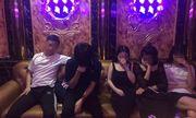 """Hà Nội: Phát hiện 10 thanh niên """"bay lắc"""" trong quán karaoke"""