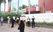 200 phụ huynh kéo đến trường Việt Úc phản đối học phí