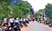Đắk Lắk: Kho chứa hóa chất bị lửa thiêu rụi, cột khói cao cả chục mét
