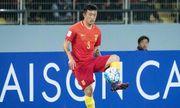 Cầu thủ Trung Quốc đạp đầu đối thủ, bị vợ tố ngoại tình, bạc nghĩa