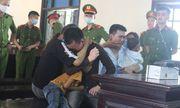 Hai gã trai vận chuyển ma túy thuê ôm vợ con khóc nức nở tại tòa khi lĩnh án tử