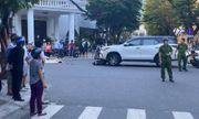 Ô tô kéo lê xe máy, mẹ tử vong, con nhỏ bị thương