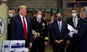 Tổng thống Trump lại không đeo khẩu trang khi thị sát trung tâm điều phối thiết bị y tế