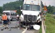 Xe container lấn làn, gây tai nạn liên hoàn khiến 1 người chết
