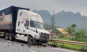 Tin tai nạn giao thông mới nhất ngày 17/5/2020: Container tông trực diện 3 xe máy và 1 ô tô, học sinh lớp 12 tử vong