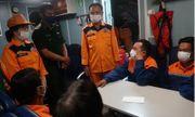 Giải cứu kịp thời 7 ngư dân ngay trước khi tàu cá bị chìm lúc nửa đêm