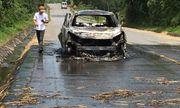 Giải cứu kịp thời tài xế mắc kẹt trong chiếc Santafe cháy trơ khung