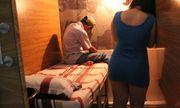 Bắt quả tang chủ tiệm cắt tóc kích dục cho khách giá 120.000 đồng/lần trong phòng kín