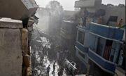 Vụ rơi máy bay khiến 97 người chết tại Pakistan: Phát hiện hai túi tiền lớn trong đống đổ nát
