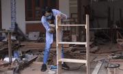 Cô gái mê nghề mộc, tự đóng đồ chơi, dụng cụ học tập tặng trẻ em vùng cao