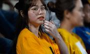 Huỳnh Anh tới Hàng Đẫy xem Quang Hải thi đấu, khoảnh khắc nào cũng lộ cằm nọng