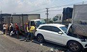 11 ô tô tông nhau liên hoàn tại quốc lộ 1A, 1 người bị thương, nhiều xe biến dạng