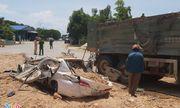 Tin tai nạn giao thông mới nhất ngày 5/6/2020: Hiện trường vụ xe Howo đè bẹp ôtô con, 3 người chết