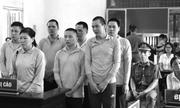 8 bị cáo bật khóc trước tòa khi nghe tiếng lòng của mẹ bị hại trong vụ hỗn chiến