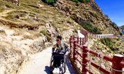 Phượt thủ ngồi xe lăn với những chuyến đi truyền cảm cho những người cùng số phận
