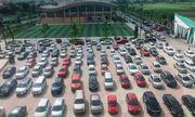 Choáng váng trước cảnh gần trăm chiếc ô tô đỗ kín sân trường ngày họp phụ huynh ở Thái Nguyên