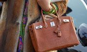 Xét xử đường dây làm túi Hermès giả, một đối tượng thường trú tại Việt Nam