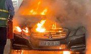 Tin tai nạn giao thông mới nhất ngày 2/7: Mercedes bốc cháy trơ khung trên cầu ở Quảng Ninh