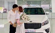 Sau khi sắm nhà, Mạc Văn Khoa lại mua xế hộp 1,5 tỷ tặng bạn gái khiến dân tình