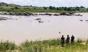 Phát hiện thi thể người đàn ông dưới sông, trên vai đeo bộ kích điện bắt cá