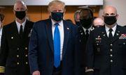 Số ca nhiễm ở Mỹ không ngừng tăng cao, ông Trump lần đầu đeo khẩu trang nơi công cộng