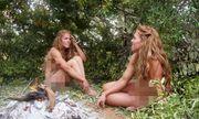 Chị em sinh đôi không mảnh vải che thân, vượt qua thử thách sinh tồn trong rừng đầy thú ăn thịt
