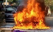 Tin tức thời sự mới nóng nhất hôm nay 15/7/2020: Đang lưu thông, ô tô biển số VIP bất ngờ bốc cháy dữ dội