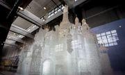 Lâu đài thủy tinh lớn nhất thế giới bất ngờ vỡ tan vì lý do