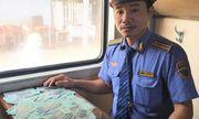 Bộ trưởng gửi thư khen nhân viên đường sắt trả lại bọc tiền 100 triệu đồng cho khách