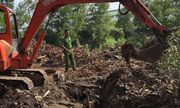 Thu gom hơn 13 tấn chất thải công nghiệp chưa qua xử lý trong khu vực công ty Đài Loan