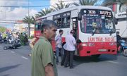 Bị xe buýt cuốn vào gầm, cụ ông 80 tuổi tử vong thương tâm