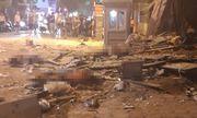 Nóng: Sập giàn giáo trên phố Nguyễn Công Trứ, nhiều công nhân rơi từ tầng cao xuống đất