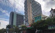 Theo mẹ đi làm, bé trai 5 tuổi rơi từ tầng 9 khách sạn tử vong
