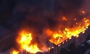 Video: Chung cư 3 tầng ở Mỹ bốc cháy ngùn ngụt