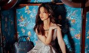 Mẹ bầu Đông Nhi tự tin diện váy Gucci trăm triệu, đụng hàng với thần tiên tỷ tỷ IU