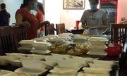 Cảm động nữ doanh nhân phát miễn phí hàng trăm hộp cơm mỗi ngày giữa dịch Covid-19